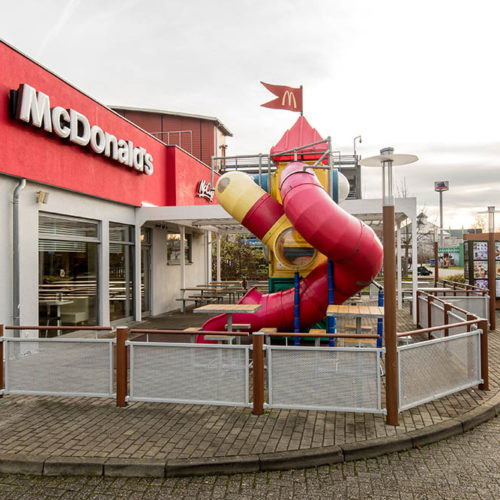14641 Wustermark, Alter Spandauer Weg 5aStore-Nr. 0785 - Eroeffnet am 25.03.1997RDZ 2017 - Fotografiert am 23.11.2017Design: Generation Expression - McCafe Design: Revival